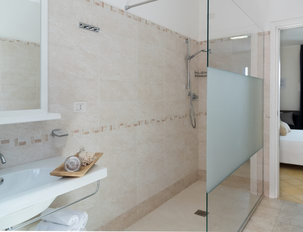 bagno camere marcelli di numana